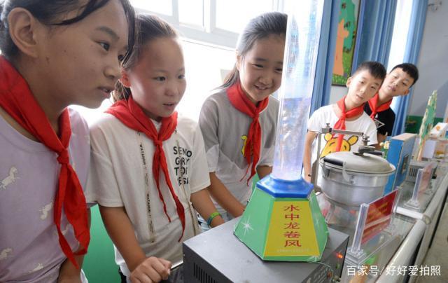 """农村小学科学课是""""捡""""出来的,为了学生,他捡30年废品自制教具"""